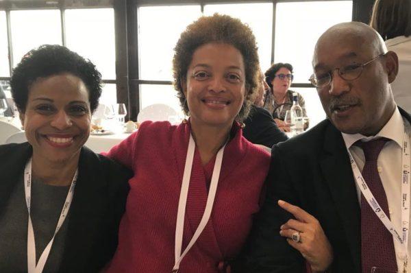 La Présidente entourée du Monsieur le Bâtonnier de Martinique sortant, Dominique NICOLAS, et de Madame le Bâtonnier Elue, Laurence HUNEL-OZIER-LAFONTAINE